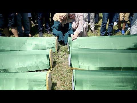 بعد 27 عاماً من المأساة.. دفن رفات 86 من مسلمي البوسنة سقطوا ضحايا التطهير العرقي…  - 13:56-2019 / 7 / 21
