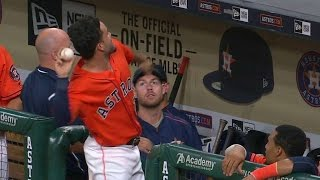 CWS@HOU: Altuve fools fans with Reed