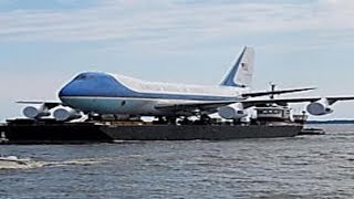 The Tactical Reason Air Force One Has to Be Painted Blue