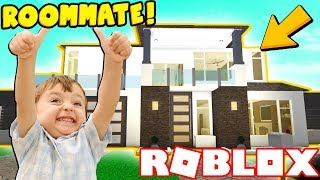 I LET A FAN MOVE INTO MY YOUTUBER MANSION! (Roblox Bloxburg)