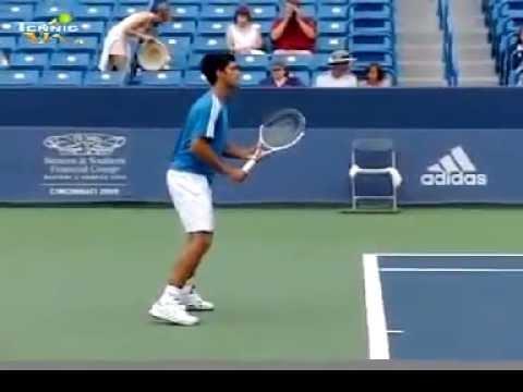 Cú thuận tay và trái tay của Novak Djokovic.mp4