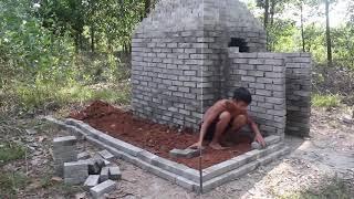 Doğada ilkel piramit ev yapımı