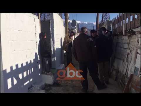 Berat, neser varrimi i Anxhelina Petros qe u vra nga babai i saj | Abc News Albania