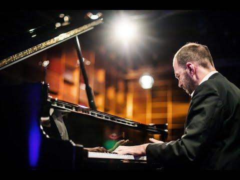Andrei Korobeinikov spielt Rachmaninow Elegie
