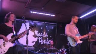 LOS LAGOS DE HINAULT - La distancia sobrante (live Madrid Popfest) (8-3-13)