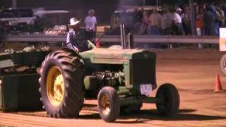 8,500LB ANTIQUE CLASS AT THE 2010 FRANKLIN COUNTY, IN FARM MACHINERY SHOW.mpg