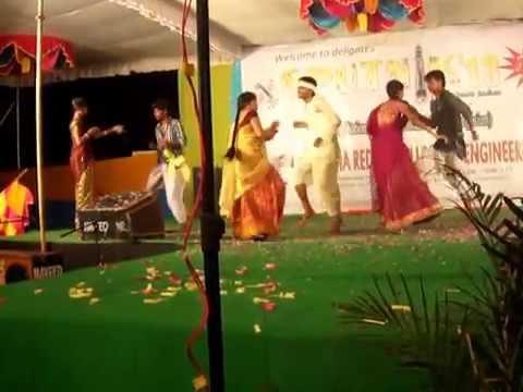 Utti meeda koodu dance performance by parameshwar in VRCE