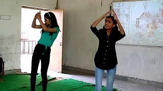 Ja ve mundeya Punjabi dance by nikita & varsha (X Class)