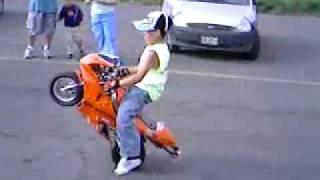 ポケバイ 見事なウイリーで乗りこなす少年 thumbnail
