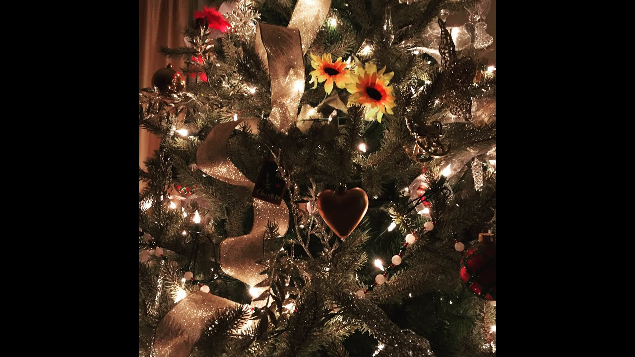 How To Decorate Your Christmas Tree With Ribbon