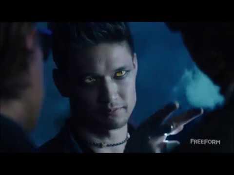 Shadowhunters 1x01 | Magnus first scene(s) at Pandemonium