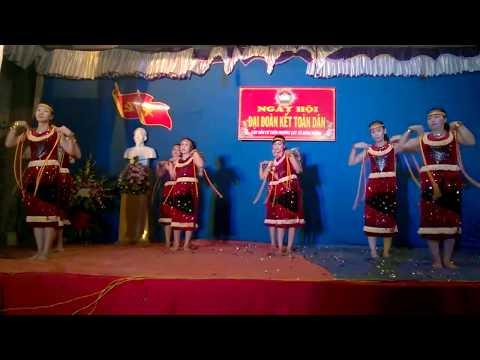 Múa bài Nàng sơn ca do Đội văn nghệ xóm 7 biểu diễn  WP 20141115 20 47 24 Pro