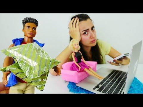 Barbie Internetten Elbise Alıyor. Alışveriş Oyunları