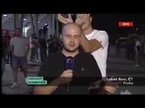 Czech Television TV report trying to do his job!