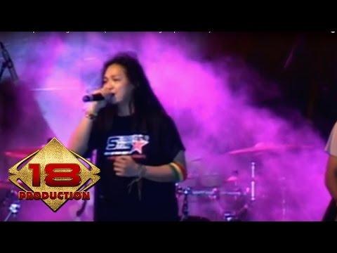 Steven & Coconut Treez - Enggan   (Live Konser Pamulang 1 September 2007)