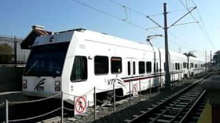 San Jose Diridon駅に発着するMountain View--Winchester線の電車。車両...