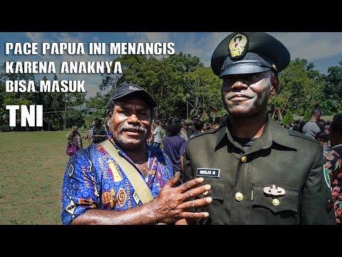 Pace Papua Ini Sampai Menangis Karena Anaknya Bisa Masuk TNI