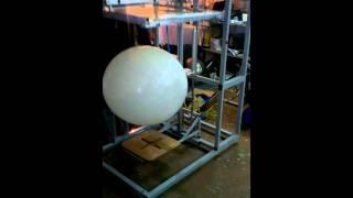 Печать на шарах гигантах печать на больших шарах print big balloons(Сборка полуавтоматического станка для печати на метровых шарах Станок очень удобен для многосторонней..., 2013-12-24T13:37:27.000Z)