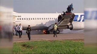 Avião aterra em chamas