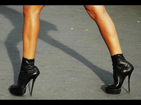 Девушка на высоченных каблуках
