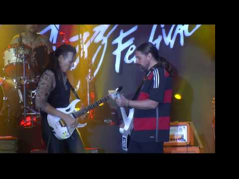 Watch Steve Vai and Sepultura's Andreas Kisser Jam Onstage in Brazil | Guitarworld