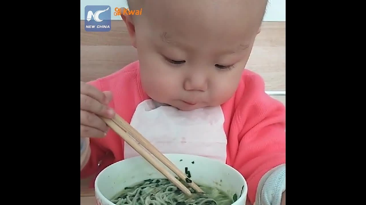 Adorable: Two-year-old baby using chopsticks like a pro