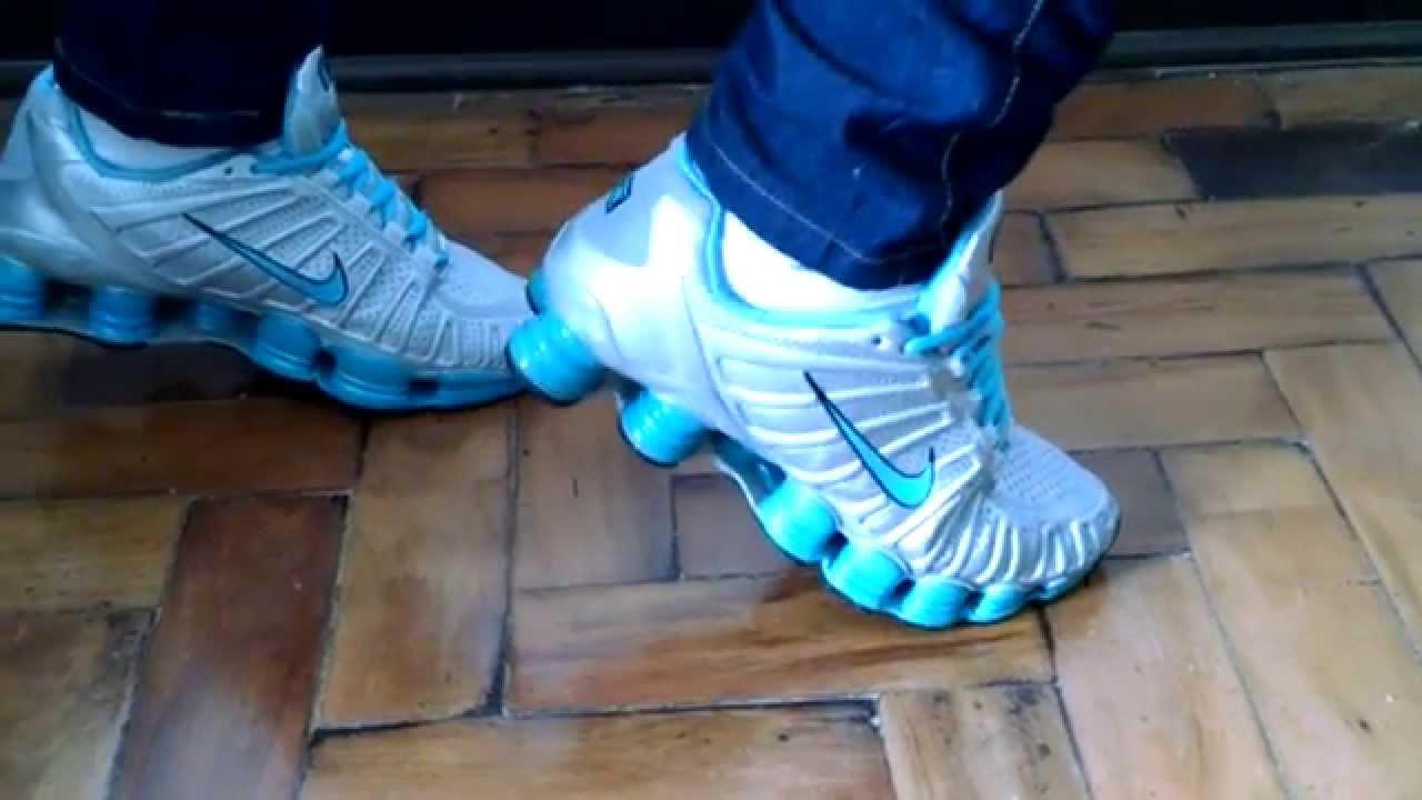 48838997f4a Tênis Nike Shox TLX 12 molas Prata - YouTube