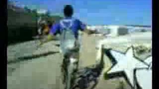 Los pibes: paseo en bici por la playa 2...