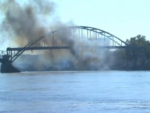 Raw: Arkansas Bridge Withstands Demolition Blast