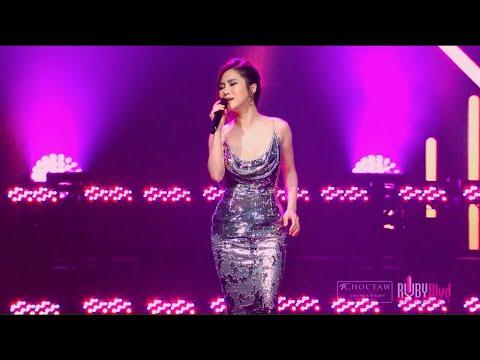 Cho Em Gần Anh Thêm Chút Nữa - Hương Tràm   Live at Choctaw Casino