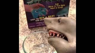 shark-puppet-makes-alien