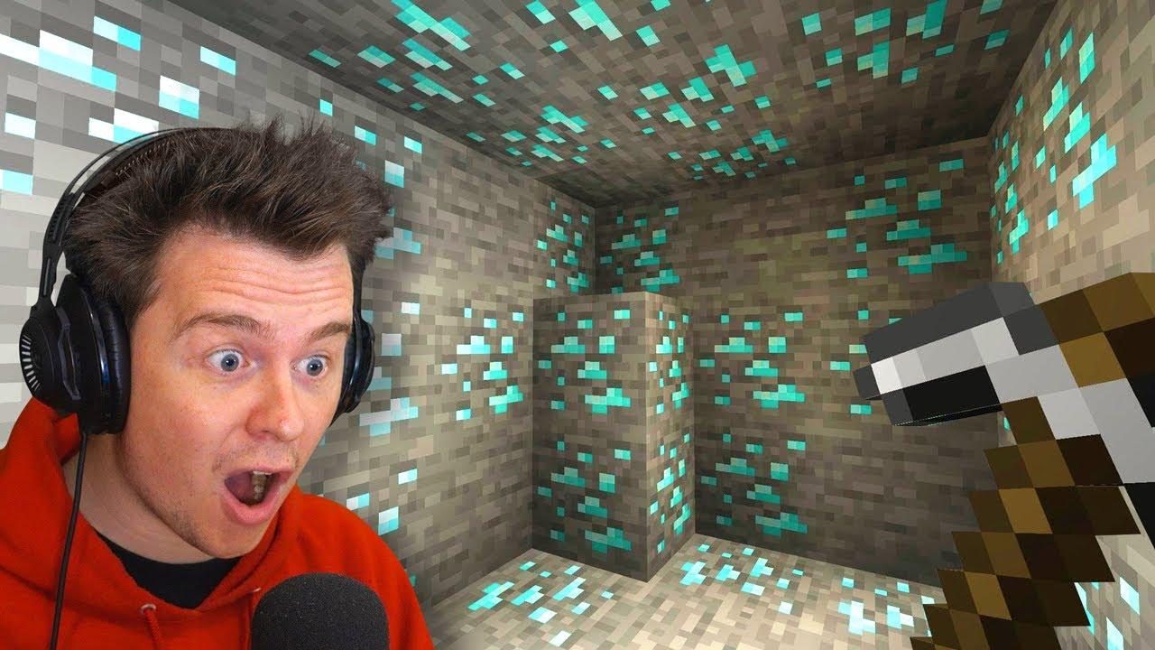 I found the CRAZIEST Diamond Mine In MINECRAFT!! thumbnail