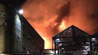 فيديو..حريق كبير في سوق شهير بلندن