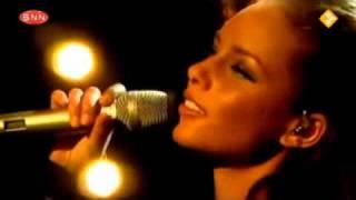 Alicia Keys - Try Sleeping With A Broken Heart (live)