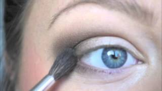 tutorial brown smokey eye for blue eyes closeup