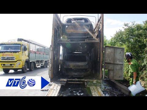 Nhiều ôtô bốc cháy trong thùng xe container   VTC