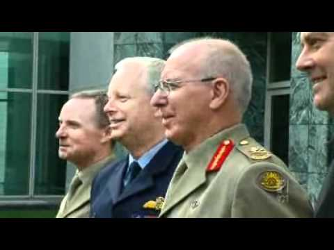 Long-serving defence chief resigns