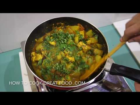 🇮🇳 Chicken Potato Curry Recipe - Indian Murgh Aloo