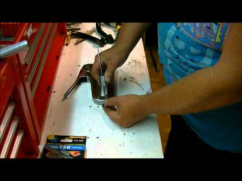 Arrow T-50 staplegun how to load it.wmv