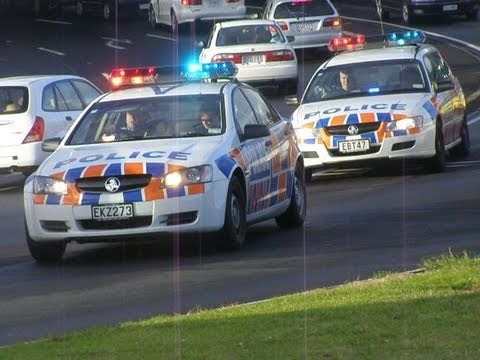 New Zealand Police Cars Responding, Gt Nth Rd, 13 Mar 09 ... Y Intersection Sign
