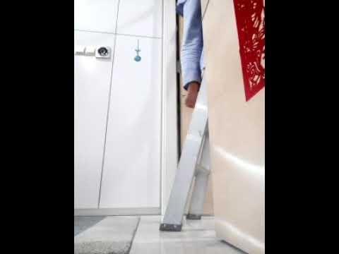 Ano ang ginagawa ko dito??akyat bahay😁😁😁this time cleaning lift shoes place😉
