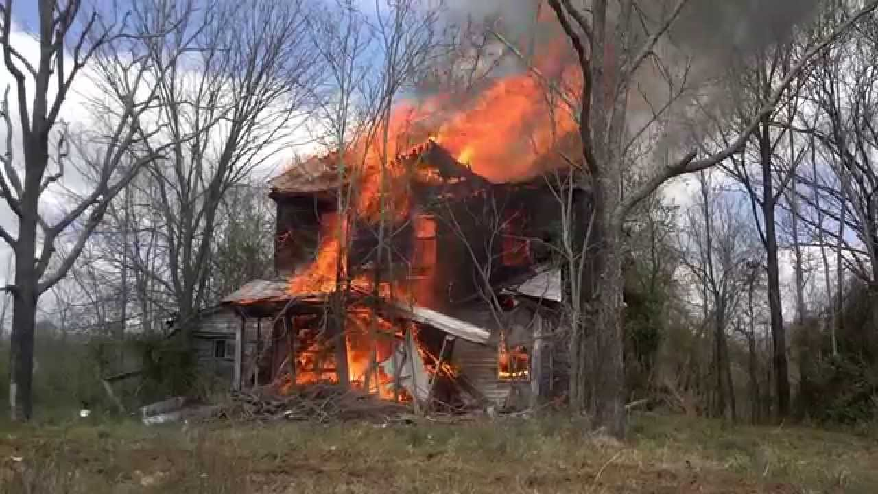 Watch a House Fire Burn Down in less than 2 Minutes. Fire