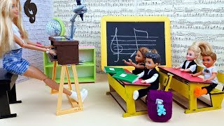 Baby dolls school life and music classroom - music lesson Barbie