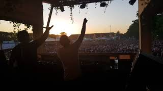 Download Electronic Family 2018 - Vini Vici ♥ Whiteno1se - (Man On The Run Remix)