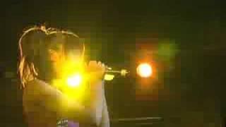 コスメティックロボットの新曲「ラブロボボ」のPV映像です。