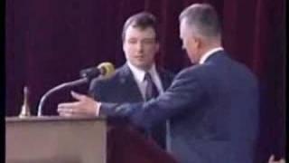 رئيس وزراء التشيك يضرب وزير الصحة لووول