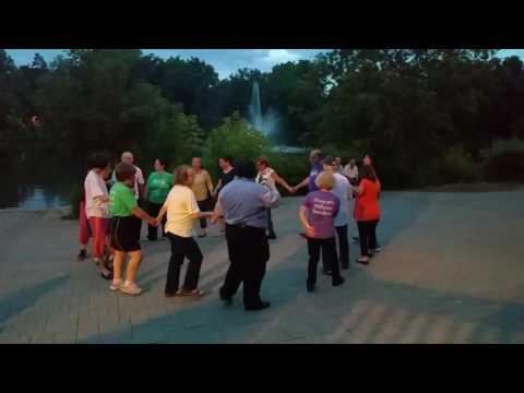 International Folk Dance at Mill Pond Park 2017 (1)