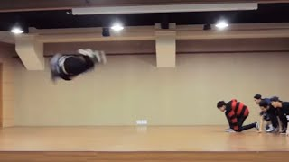 흔하지 않은 데뷔초의 남자아이돌 Literally 'flying GOT7' #shorts