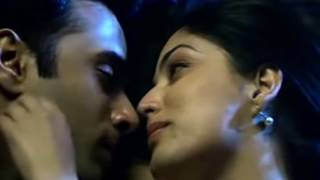YAMI GAUTHAM - HOT LIPLOCK - HOTTEST EVER - SANAM RE MOVIE
