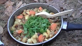 как пожарить картошку в сковородке на костре / Лесная кухня